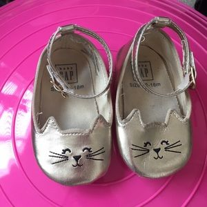 Other - Gold baby girl kitty shoes